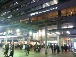 SixTONESの広告が品川駅(1日37万人利用)に!ファンの反応まとめ!