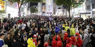 渋谷ハロウィンで話題のJOYのツイートって?軽トラ横転騒動に苦言!